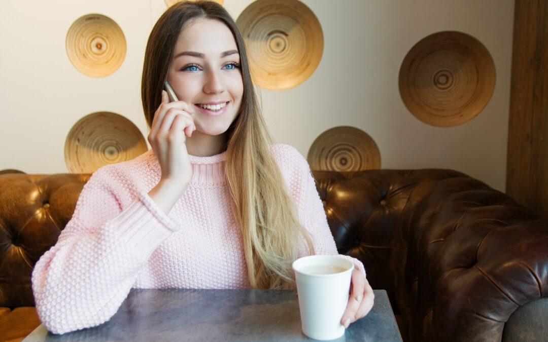 Može li se piti kava i telefonirati? Naravno da može!